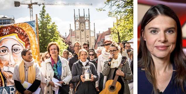 """Mahnwache der Initiative """"Maria 2.0"""" zum Auftakt des Frauentreiks am 12. Mai 2019 vor dem Dom in Münster (links). Kein Pardon für die Bischöfe: Buchautorin Christiane Florin (rechts). (Fotos: KNA; pa/Christoph Hardt/Geisler-Fotopres)"""