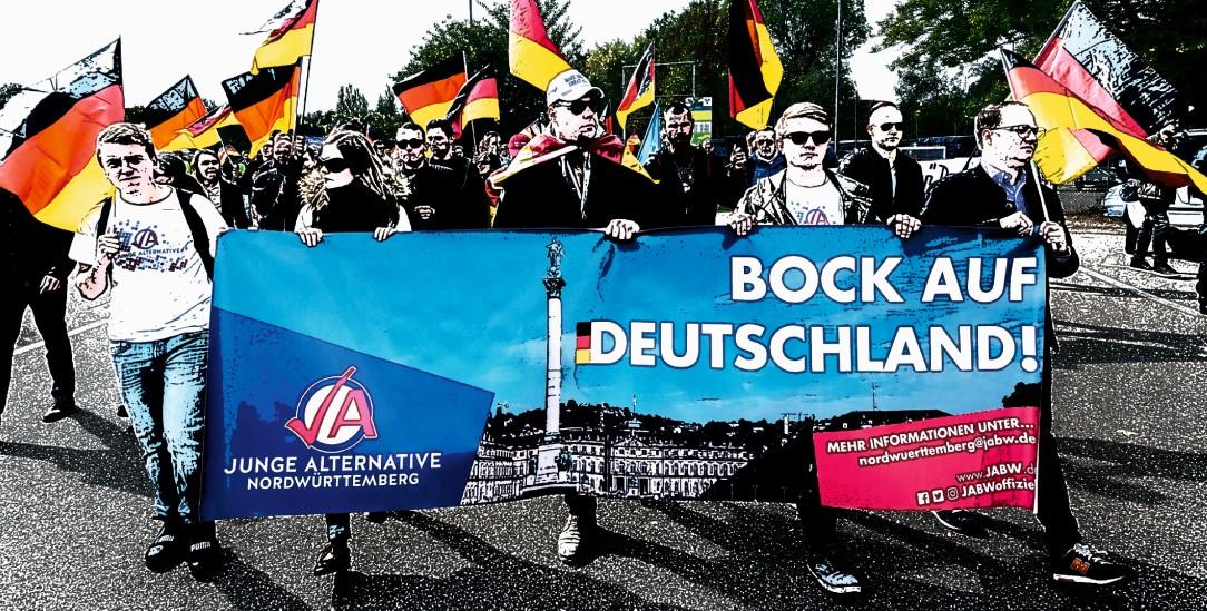 »Wir sind rechts«: Demo der AfD-Jugendorganisation Junge Alternative 2018 im württembergischen Ellwangen (Foto: pa/Maurer [Mod.])