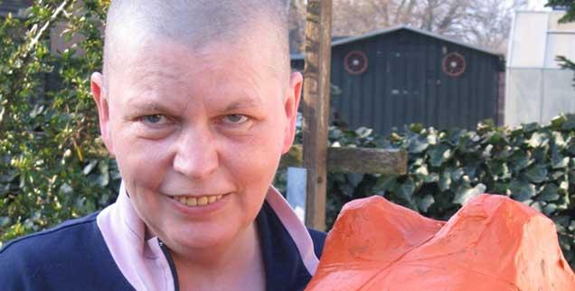 Pfarrerin Susanne Jensen und das Kreuz: eine besondere Beziehung. (Foto: Jensen)