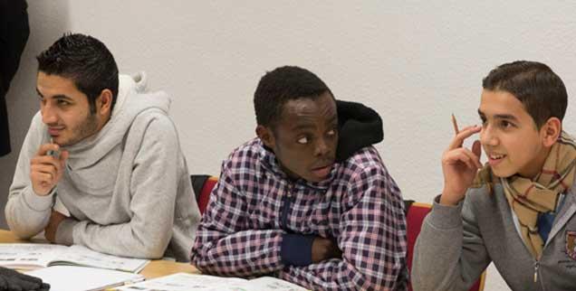 Flüchtlinge erfahren in Sprachkursen auch einiges über Deutschland, einige Broschüren stellen das Land allerdings in ein sehr rosiges Sicht (Foto: pa/Eckel)