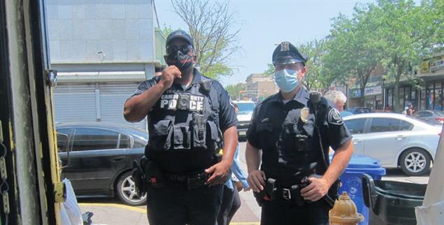 Auf Streife in Camden: Officer Syms und Officer Stires (Foto: Hahn)