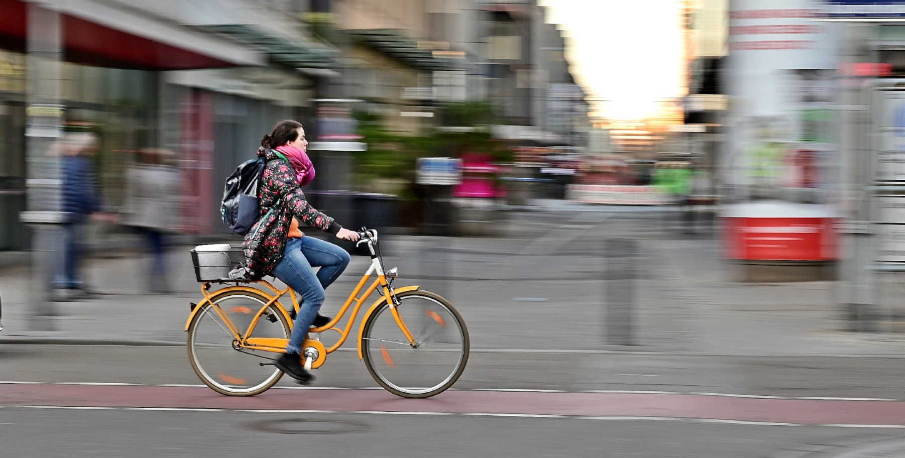 Freie Straßen für freie Bürger, das ist eigentlich nur ohne Autos möglich. Doch wie motiviert man Autofahrer zum Umstieg? (Foto: PA/Daniel Kubirski)