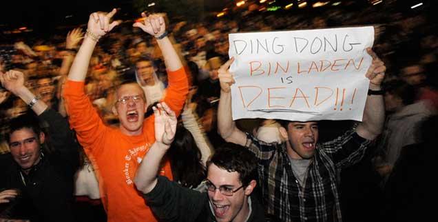 Jubel vor dem Weißen Haus: Im Mai 2011 verkündet Barack Obama den Tod Osama Bin Ladens. Mord im Auftrag des Staates? (Foto: pa/douliery)