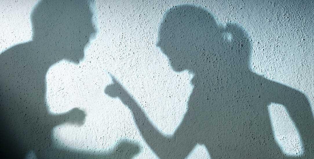 Psychische Gewalt: Schädliche Formen der Kommunikation zerstören das Selbstwertgefühl der Opfer (Foto: istockphoto/RomoloTavani)