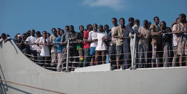 Seit 2014 sind durch die EU-Marinemission Sophia rund 45.000 Menschen aus dem Mittelmeer gerettet worden. Künftig überlässt die EU Flüchtlinge, die Schiffbruch erleiden, ihrem Schicksal (Foto: pa/Pacific Press/Michele Amoruso)