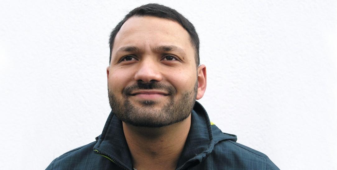 Ist verzweifelt: Emrach Gash fürchtet um die Gesundheit seiner Eltern, die seit der Abschiebung in den Kosovo im Oktober in einer elenden Wohnung in Pristina leben, mitten im Corona-Hochrisikogebiet.(Foto: Bäßler)