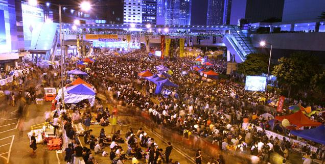 Machtvoller Protest: Peking ist bislang nicht auf die Forderung der Demonstranten nach einer freien Wahl des Verwaltungschefs im Jahr 2017 eingegangen. Neu ist, dass die Hongkonger Wirtschaftselite bisher schweigt und sich nicht offen auf die Seite Chinas stellt (Foto: pa/landov/Stephen Shaver)