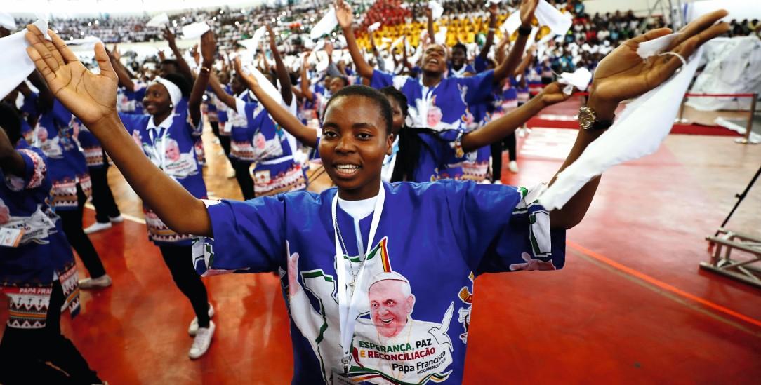 Begrüßungstanz für den Papst: Große Freude in Mosambik (Foto: pa/Reuters/Yara Nardi)