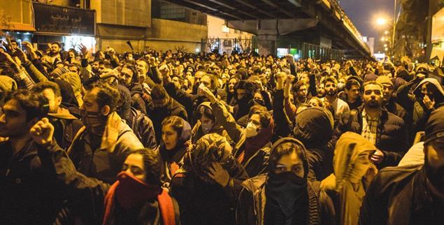 Die Proteste im Iran – hier ein Foto vom Januar 2020 – werden aktuell vor allem von Studierenden getragen. (Foto: pa/Ahmad Halabisaz)