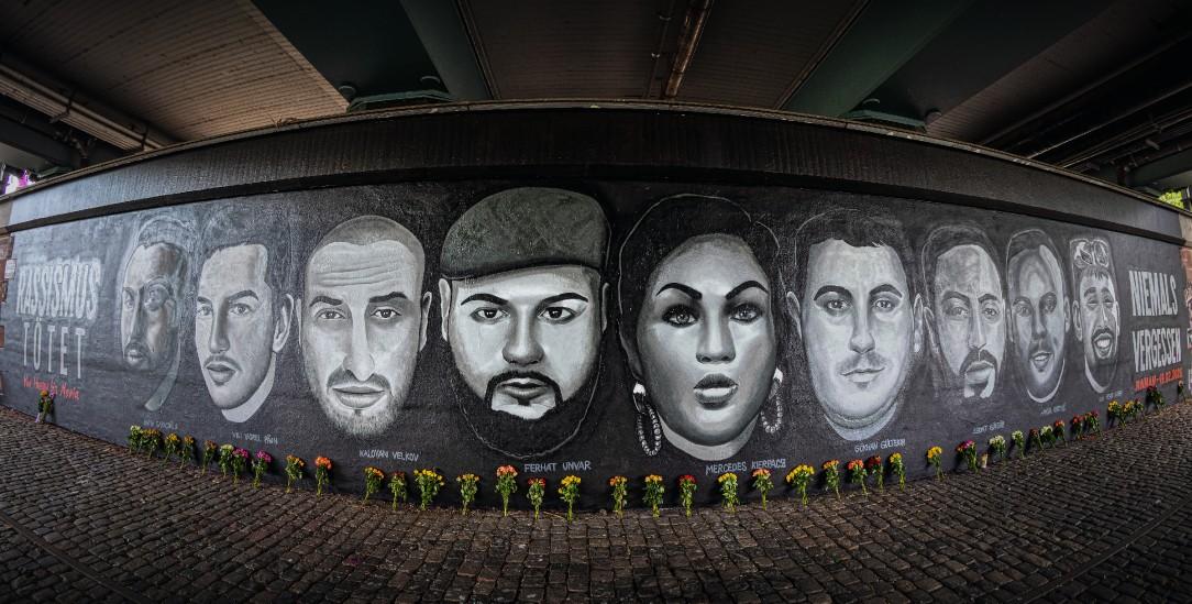 Gedenken: Graffito für die Opfer des Hanauer Anschlags unter der Friedensbrücke in Frankfurt am Main (Foto: pa/Gaul)