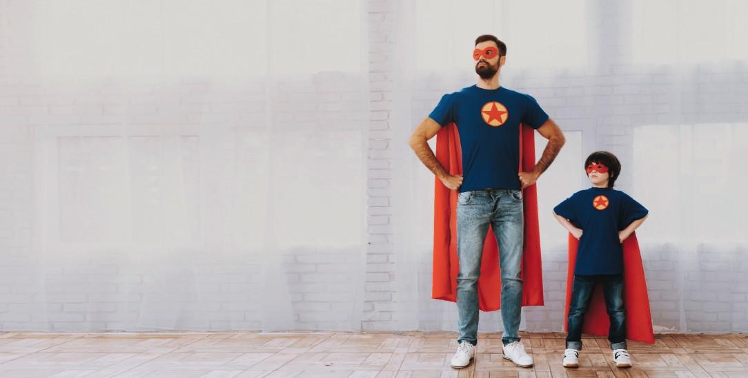 Supermänner: Toxische Rollenmuster werden von den Vätern auf die Söhne übertragen (Foto: istockphoto/vadimguzhva)
