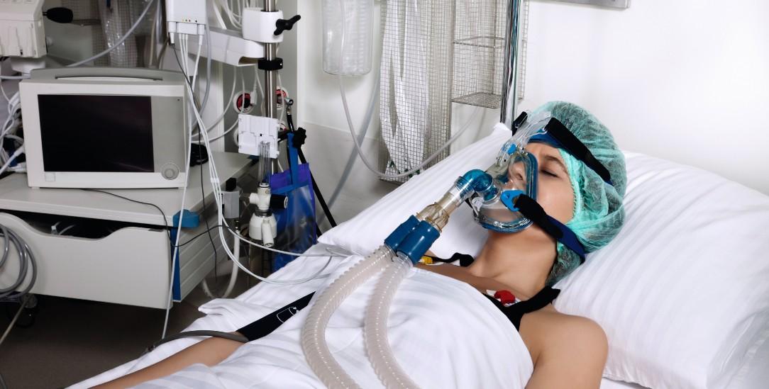 Ernstfall: Eine Patientin auf einer Intensivstation wird beatmet, ihr Blutdruck und ihr Herz werden überwacht. (Foto:istockphoto/uchar)