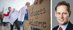 """""""Refugees Welcome"""": Kundgebung in Berlin in diesem Sommer für ein Willkommensklima gegenüber Flüchtlingen in Deutschland. Der Migrationsforscher Steffen Angenendt (rechts) sagt: """"Wir haben deshalb so ein Problem mit illegaler Zuwanderung, weil wir viel zu wenige legale Zuwanderungsmöglichkeiten bieten. Seit den 1990er Jahren haben die Menschen praktisch keine Chance mehr, auf legalem Wege nach Europa zu kommen."""" (Foto: pa/Brakemeier)"""