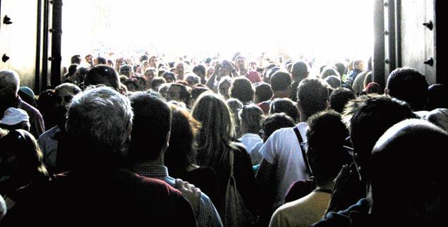 Rein in die Kirche oder raus aus der Kirche? Der Synodale Weg könnte den Frust vieler Katholiken verringern (Foto: photocase.de/STM)