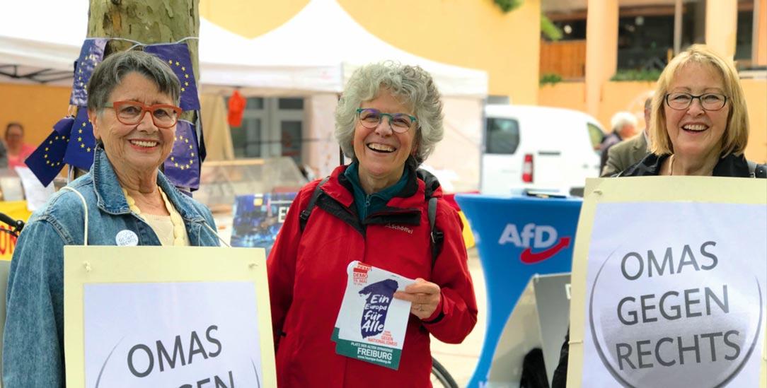 Positionieren sich: Die Frauen der Freiburger Initiative »Omas gegen Rechts« im Europawahlkampf (Foto: Omas gegen Rechts Freiburg)