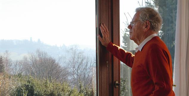 Hans Küng in seinem Haus in Tübingen (Foto: Bäuerle/Publik-Forum)
