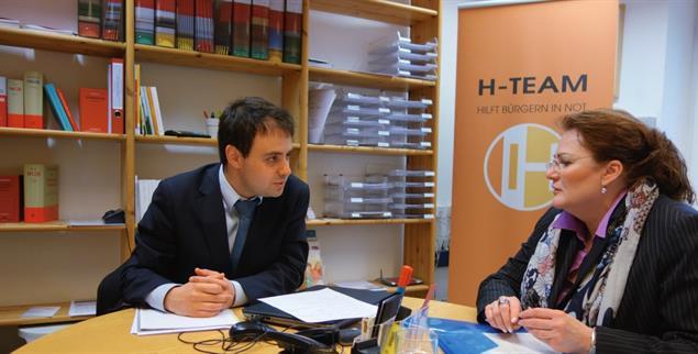 Bieten kostenlose Rechtsberatung: Der Verein H-Team in München und Rechtsanwalt Michael Dligatch (Foto: H Team)