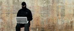 Extremismus im Internet: Durch Tarn-Namen geschützt lässt sich leicht hetzen und diffamieren (Foto: streichholz/photocase.de)