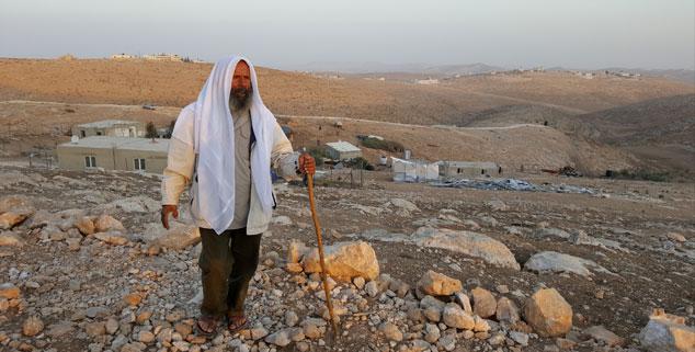 Sheik Suleiman: Auf sein Zelt prasseln nachts die Steine. (Foto: Rheinheimer)