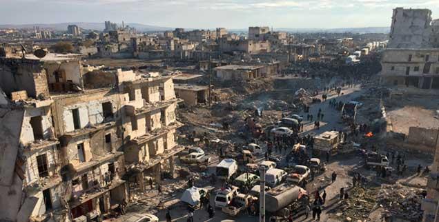 Wie geht es weiter mit den Menschen in Aleppo? Ganz klar ist nur eines: sie brauchen dringend die Hilfe der internationalen Gemeinschaft (Foto: pa/Ömer)