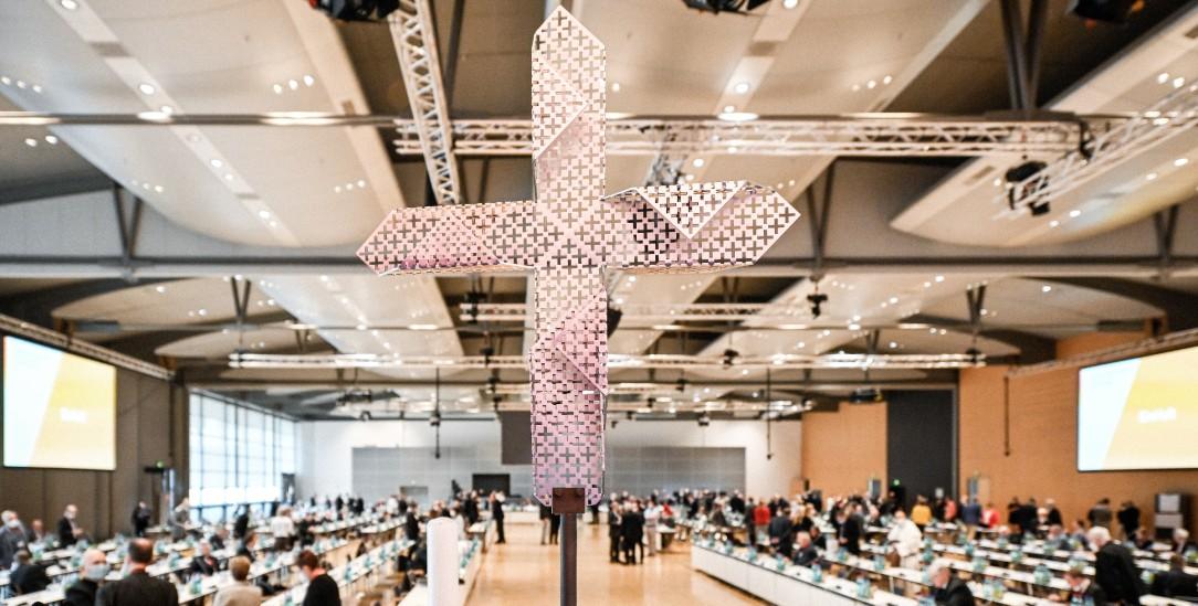 Möge das bessere Argument gewinnen: Blick in den Sitzungssaal im Congress Center der Frankfurter Messe während der zweiten Synodalversammlung (Foto: KNA)