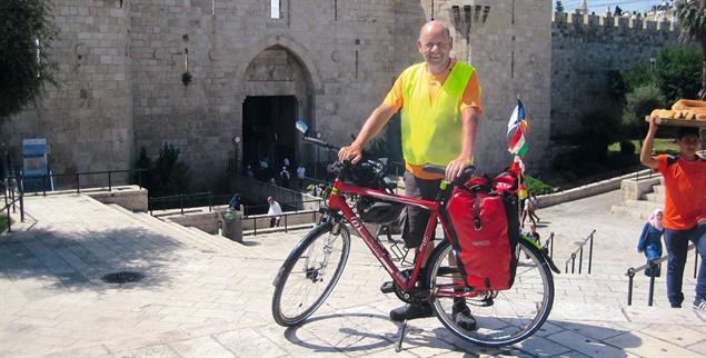 Angekommen: Bruno Schneider am Damaskustor in Jerusalem (Foto: privat)