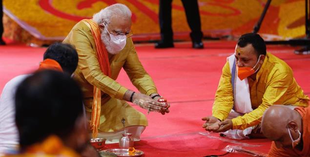 Abriss und Neubau: An der Stelle der abgerissenen Babri-Moschee in Ayodhya legte Premier Modi am 5. August 2020 den Grundstein für einen Hindu-Tempel (Foto: PA/AP/Rajesh Kumar Singh)