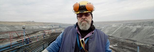 Arbeiter in einer Braunkohlegrube in Ungarn: Der Film »Erde« zeigt Baustellen wie offene Wunden. (Foto: NGF/Geyrhalter)