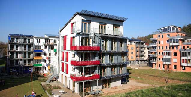 Tübingen geht beim Städtebau neue Wege: Zum Beispiel mit dem Französischen Viertel, das Wohnen mit Gewerbe verbindet, Autos sind weitgehend verbannt. Ein Vorbild? (Foto: pa)