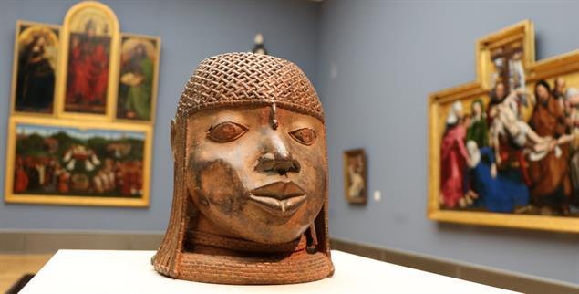 Benin-Bronzen, wie dieser Gedenkkopf, werden von deutschen Museen als »Kulturbesitz« beansprucht. (Foto: Lutz Mükke)