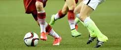 Wessen Beine sehen Sie hier? In jedem Fall sind es die Beine deutscher und US-amerikanischer Fußballerinnen, aufgenommen im Halbfinale der Fußball-WM in Kanada. (Foto: pa/Jaspersen)