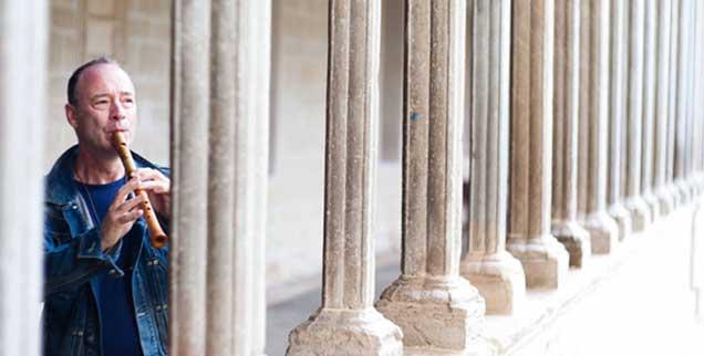 Vom Findelkind zum bekannten Musiker, der für den Evangelischen Kirchentag Bühnenwerke schuf und schon über sechzig Platten eingespielt hat: Hans-Jürgen Hufeisen hat eine bewegende Lebensgeschichte (Foto: Stefan Neubig)