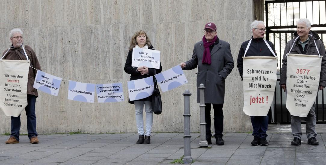 Locker lassen gilt nicht: Betroffene sexualisierter Gewalt demonstrieren im März 2020 in Mainz (Foto: pa/Geisler-Fotopress)