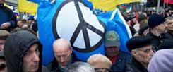 Demokratiebewegung in Russland, Protest gegen die Annektierung der Krim durch Putins Truppen Anfang des Jahres: Gerade viele junge Leute sind es, die in Russland und in der Ukraine viel riskieren für die Freiheit. Und die keinen Dritten Weltkrieg wollen. (Foto: pa/Sergeeva)