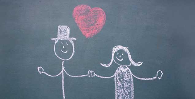 Was wird der Familienname, wenn ein Paar sich findet? Für diese und viele andere Entscheidungen gibt es heute keine Vorbilder mehr, die Familien dürfen aber müssen auch selbst ihren Weg finden (Foto: David-W-/photocase.de)