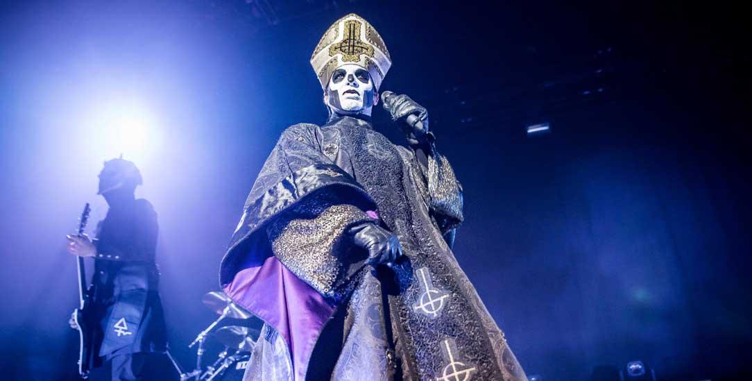 Hier singt nicht der Papst: Tobias Forge alias »Papa Emeritus« von der Metal-Band »Ghost« (Foto: pa/Citypress24)