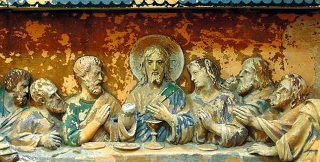 Besondere Nähe: Ist die weiblich aussehende Gestalt an der Seite Jesu der »Lieblingsjünger« oder vielleicht doch eine »Lieblingsjüngerin«? (Relief aus Frankreich) (Foto: www.tourisme-en-france.com)