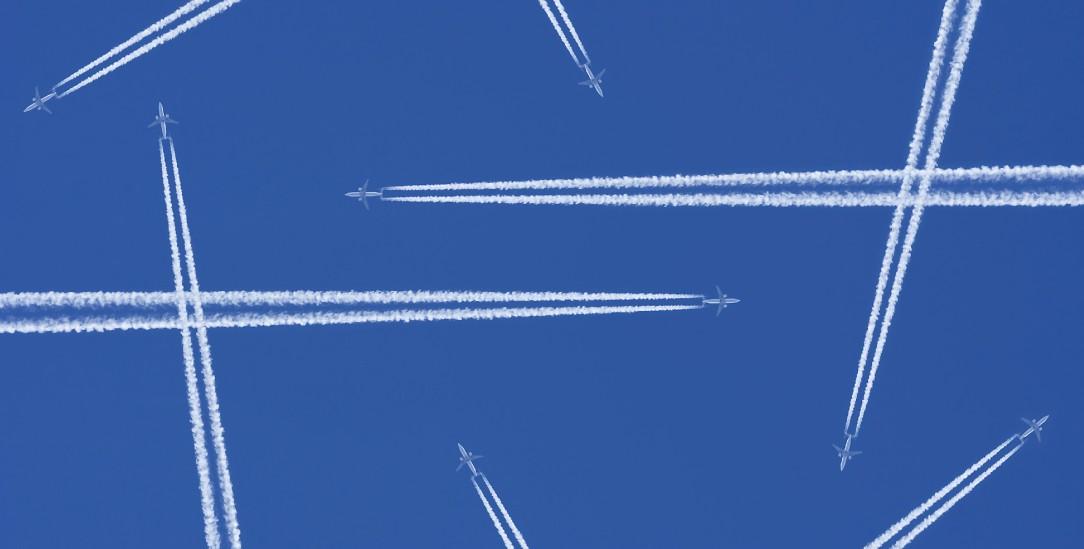 Anreise per Flugzeug: Wie viel Emission darf eine Klimakonferenz kosten? (Foto: istockphoto/oliale72)