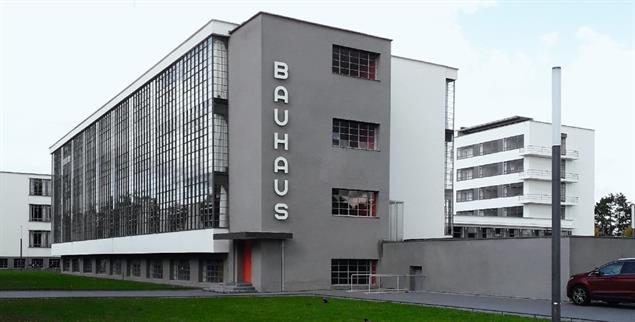 Bauhausgebäude in Dessau: Es entstand 1925/26 nach Plänen von Walter Gropius (Foto: Baas/ VG Bild Kunst, Bonn 2019)