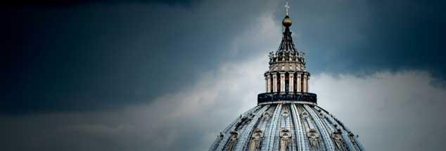 Der Papst kommt ins verflixte siebte Jahr seines Pontifikats: Die Presseabteilung produziert Chaos, die Kurienreform verläuft konfliktreich. Und im Februar 2019 dräut der Missbrauchsgipfel in Rom. (Foto: imago/Rene Traut)