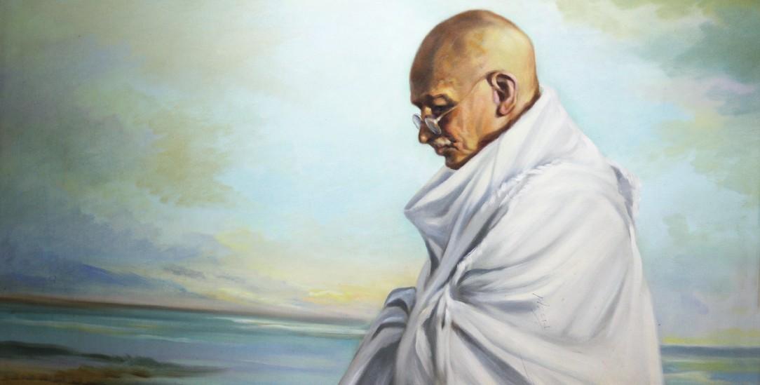 Neben der Bhagawadgita las er intensiv Bibel und Koran: Gandhi (Foto: Norma Joseph / Alamy Stock Photo)