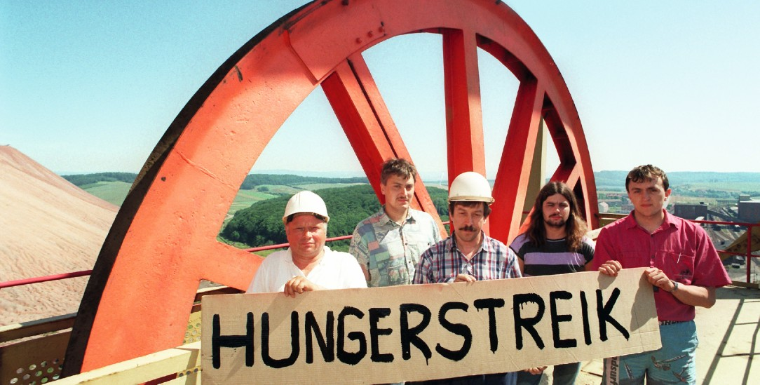 Protest gegen die Schließung der Grube: Kali-Kumpel in Bischofferode im Jahr 1993 (pa/Hirschberger)