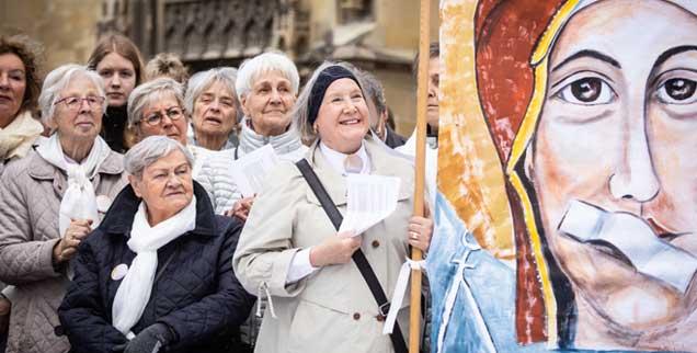 Protest der Frauen: Mitte Mai zeigten in ganz Deutschland Katholikinnen, dass sie sich nicht den Mund verbieten lassen von ihrer Kirche. (Foto: kna)