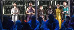 Das Stück »Die Schutzbefohlenen« von Elfriede Jelinek auf der Bühne im Hamburger Thalia Teeater: Nach und nach lösen Flüchtlinge die Schauspieler ab.Die Asylbewerber erzählen ihre eigene, reale Fluchtgeschichte (Thalia Theater/krafft)