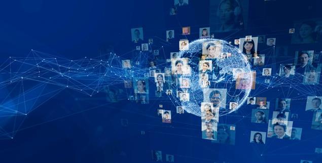 Freundschaften pflegen durch weltweite Vernetzung (Foto: iStock by Getty/metamorworks)
