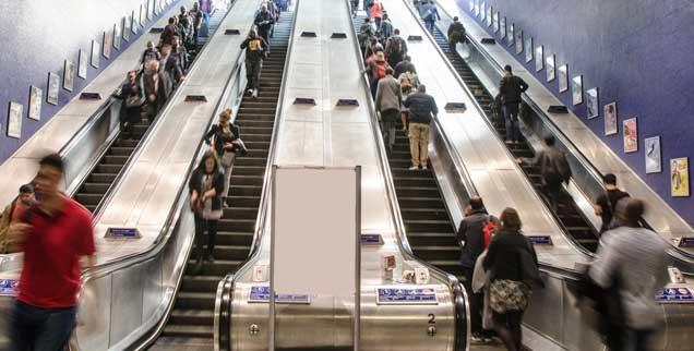 Rolltreppe aufwärts, Rolltreppe abwärts: Für wen geht es wohin? Das ist seit den 1990er Jahren nicht mehr klar. Die Arbeitsgesellschaft ist zu einer Abstiegsgesellschaft für viele geworden, die früher nie damit rechneten. (Foto: istockphoto/Marc Dufresne)