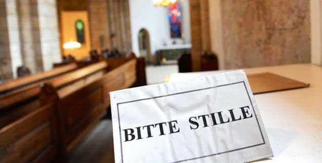Am Karfreitag gilt das Stillegebot auch außerhalb von Kirchen, öffentliche Tanzveranstaltungen etwa sind verboten. (Foto: epd/Schulze)