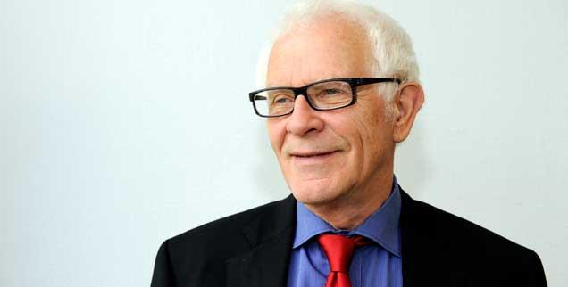 Für den 75-jährigen Soziologen Reimer Gronemeyer hat die Vision von einem erfüllten Alter viel mit Befreiung zu tun: »Ich weiß, dass ich Menschen brauche. Ich weiß, dass ich soziale Wärme brauche. Aber das konsumistische Alter, das im Mehr-Mehr-Mehr seine Erfüllung sucht, das ist der falsche Dampfer«, sagt der Theologe und Soziologe (Foto: pa/Galuschka)