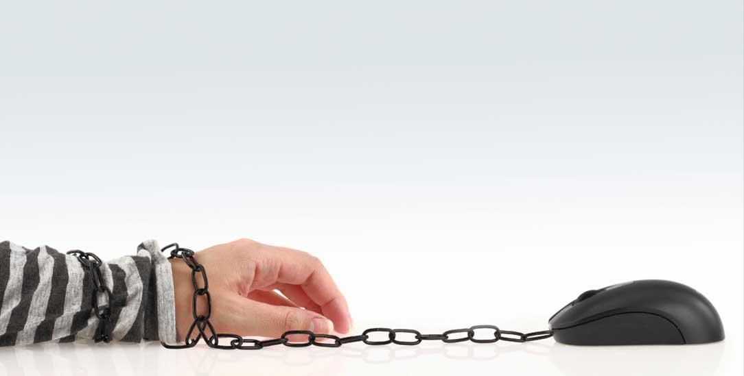 Wenn der Computer die Freiheit frisst (Foto: Shutterstock/gts)