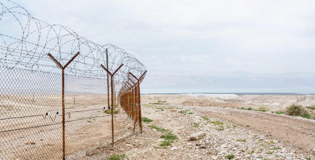 Der Status quo ist keine Lösung: Stacheldraht in der Westbank nahe dem Toten Meer (Foto: PA/Nur Photo/Zarzycka)